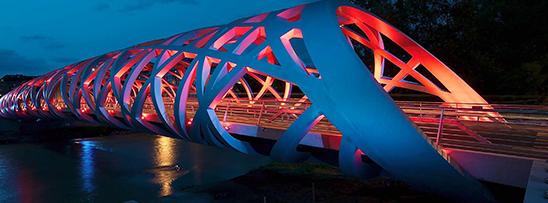 Ponte com 1.500 toneladas de aço