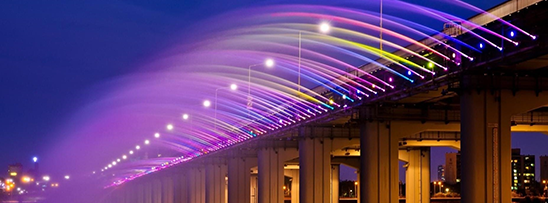 Ponte lança 190 toneladas de água por minuto