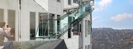 Escorregador de vidro a 300 m de altura